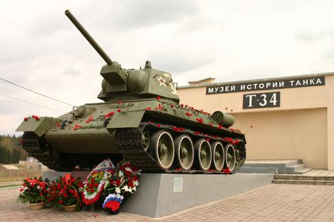 На пьедестале – Т-34-76 1942 года выпуска Фото: www.museum-t-34.ru